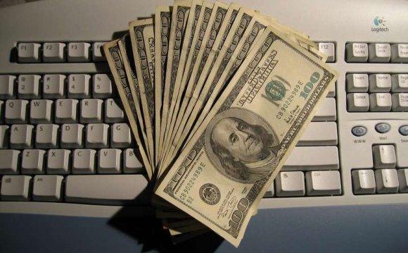 доллары на клавиатуре